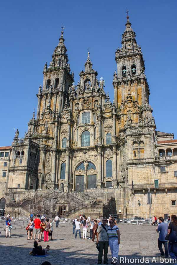 Cathedral de Santiago de Compostela in Spain is one of the world's top three Christian pilgrimage destinations. Visiting on St. James day makes it even more special. #travel #eurpoe #spain #santiago #santiagodecompostela #stjames
