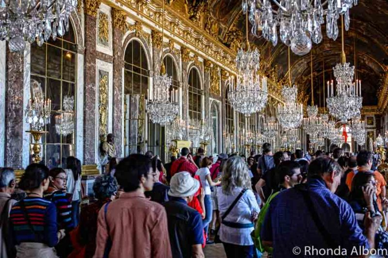 Crowds in the the Great Hall of Mirrors