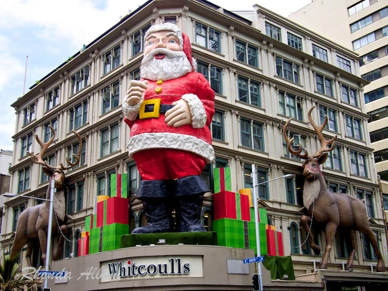 Giant Santa and his reindeer in Auckland