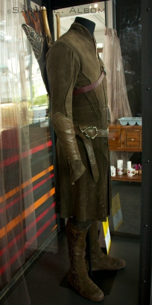 Legolas costume from the trail of the Hobbit Movie Costumes in Wellington, New Zealand. Pay attention to the detailing on those arm guards! More Hobbit movie costumes can be found on the original article from the Albom Adventures site.