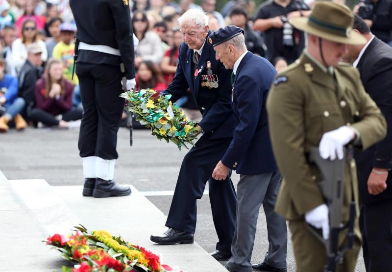 Laying a wreath at the 100th ANZAC Day dawn parade Auckland War Memorial Museum, New Zealand