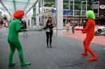 Blindfold limbo prank from the clowns of New Zealand's TV1 Breakfast show.