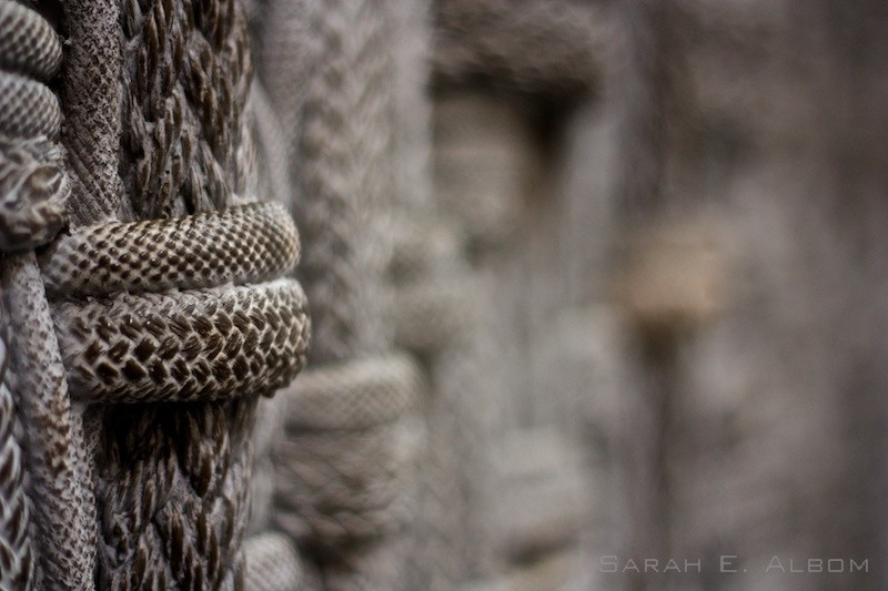 One of the walls outside of a mall in Sydney, Australia, was formed with lengths of woven rope. Copyright Sarah E. Albom 2015; for more photos of Sydney, visit the blog