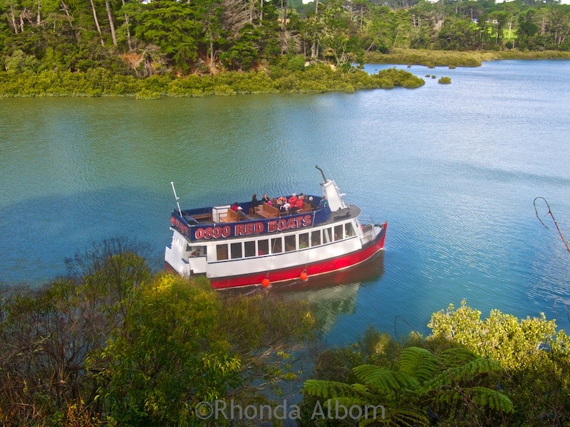 Ferry leaving the Riverhead restaurant, New Zealand's oldest riverside tavern