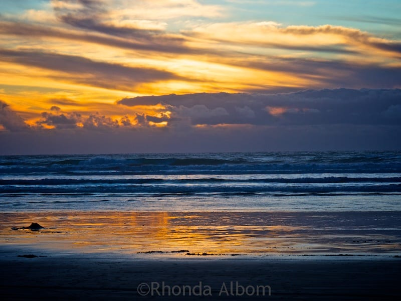 Sunset at Ninety-Mile Beach on the Aupouri Peninsula in New Zealand