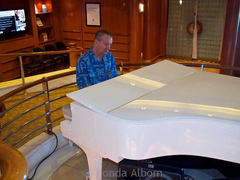 Piano bar on the Island Princess