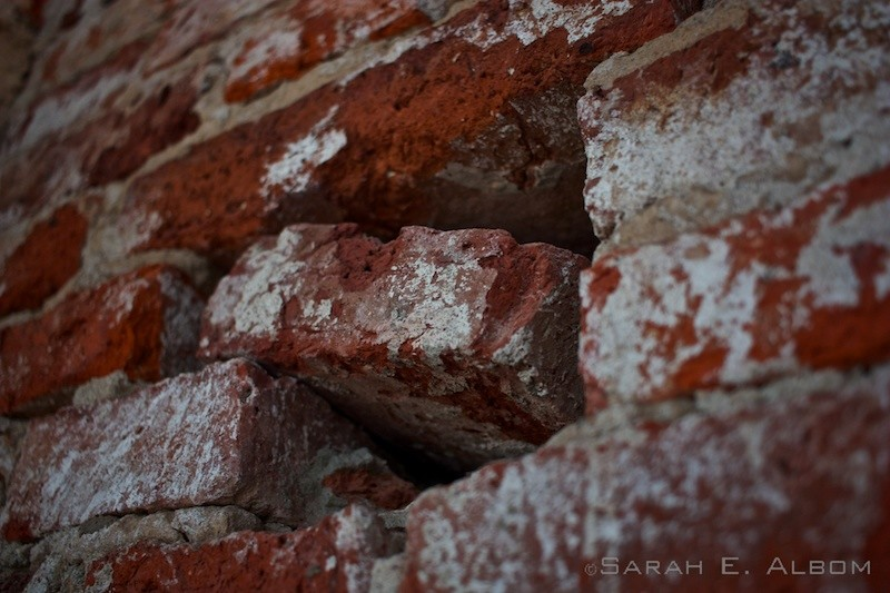 Close up of the brick wall in La Redonda, Santa Fe, Argentina. Photo copyright ©Sarah Albom 2016