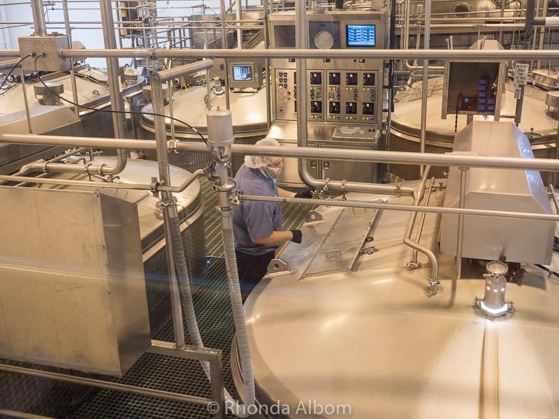 Making cheese: Tillamook Cheese Factory, Tillamook Oregon