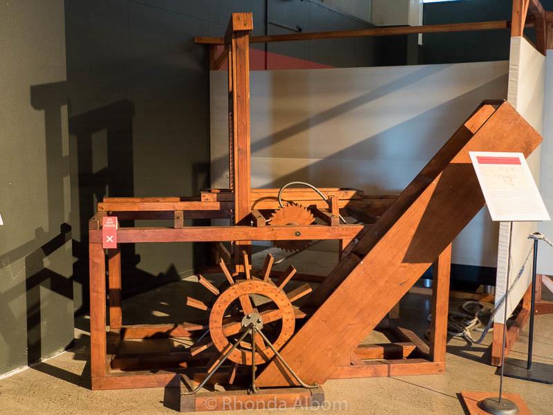 Hydraulic saw invented by Leonardo da Vinci