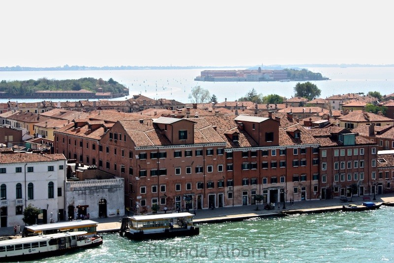 Cruising past apartment in Venice Italy 4