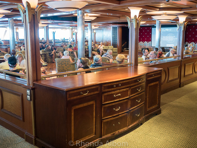 One of the bars on on the Radiance of the Seas