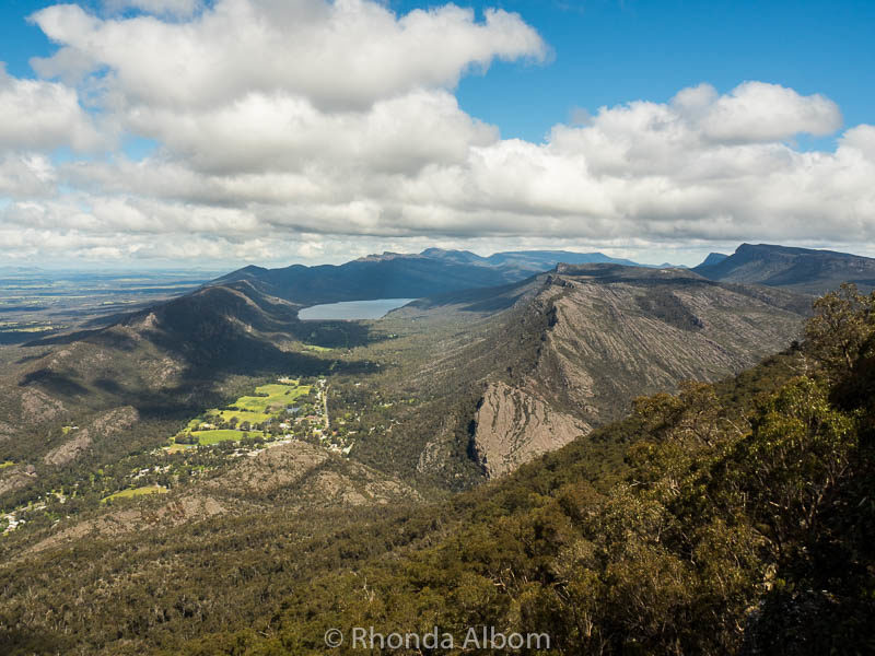 Boroka lookout in the Grampians offers180 degree views of Halls Gap and Lake Bellfield in Western Victoria. To get up we drove up the aptly named Mt Difficult Road.