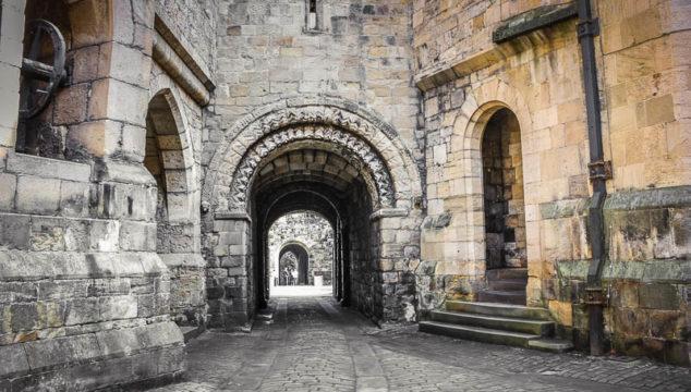 Walking through History: Alnwick Castle (Hogwarts) in England