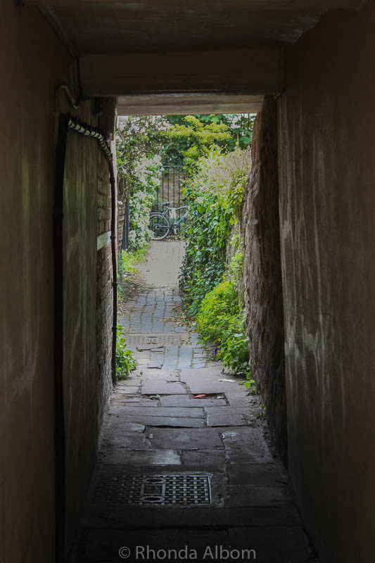 Narrow alleyway in Oxford England