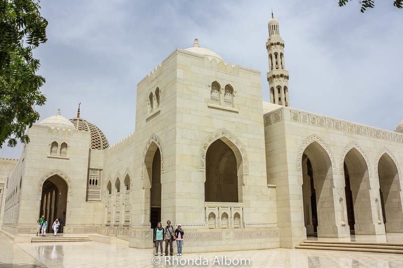 Courtyard and minaret at the Grand Mosque of Oman. One of the top places to visit in Muscat.