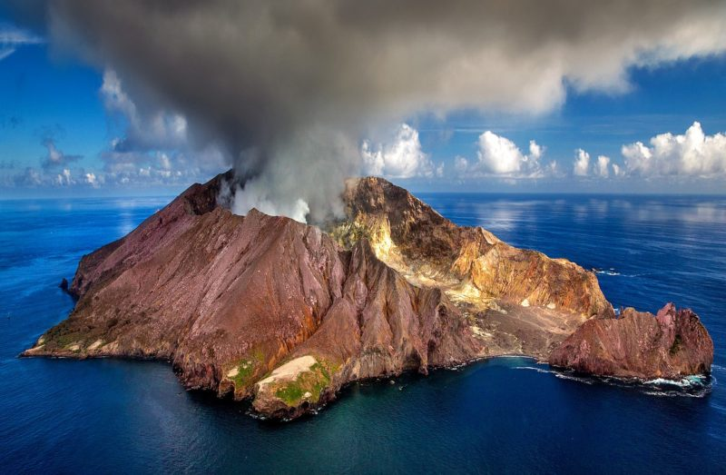 White Island volcano photo by Julius Silver-3018634_1280