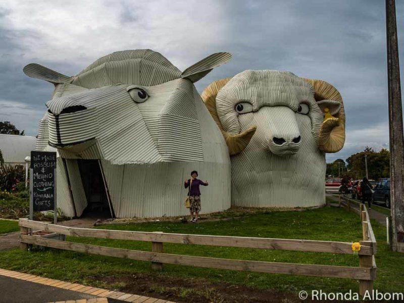 Corrugated figures in Tirau, New Zealand