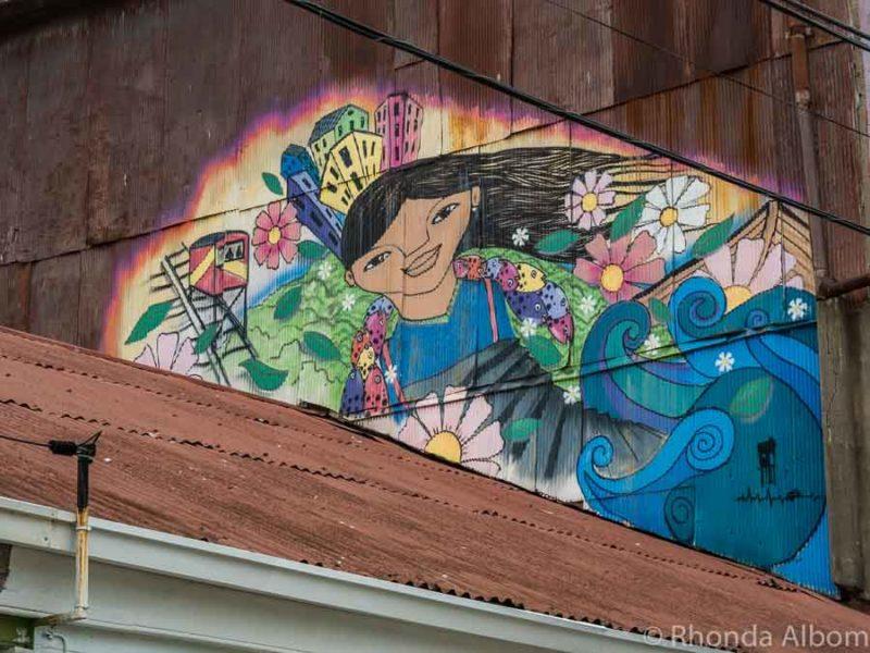 Vivid street Art in Valparaiso