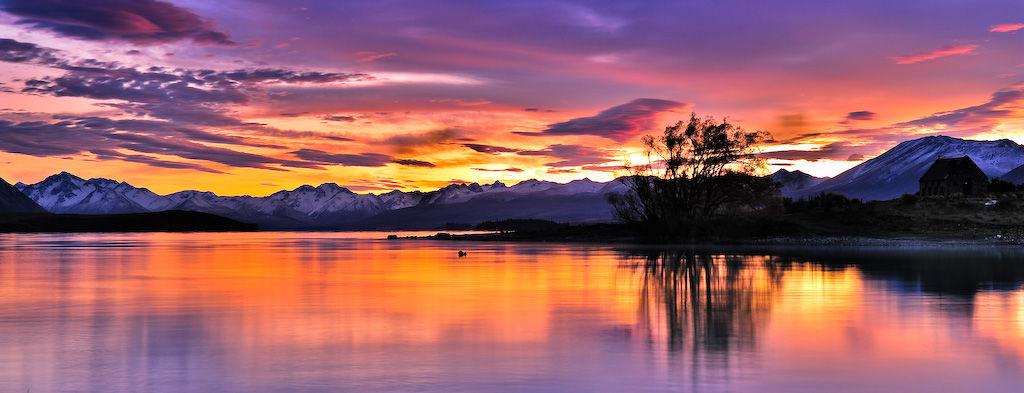 Sunset over Lake Tekapo in New Zealand