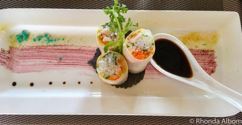 Fresh spring roll with Vietnamese dressing