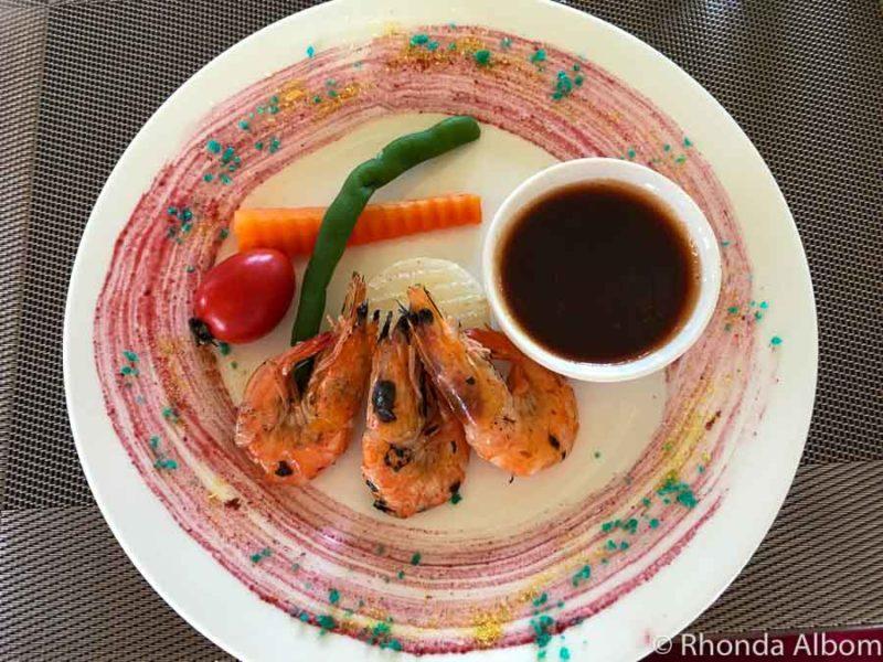 Lunch appetiser of shrimp and vegetables.