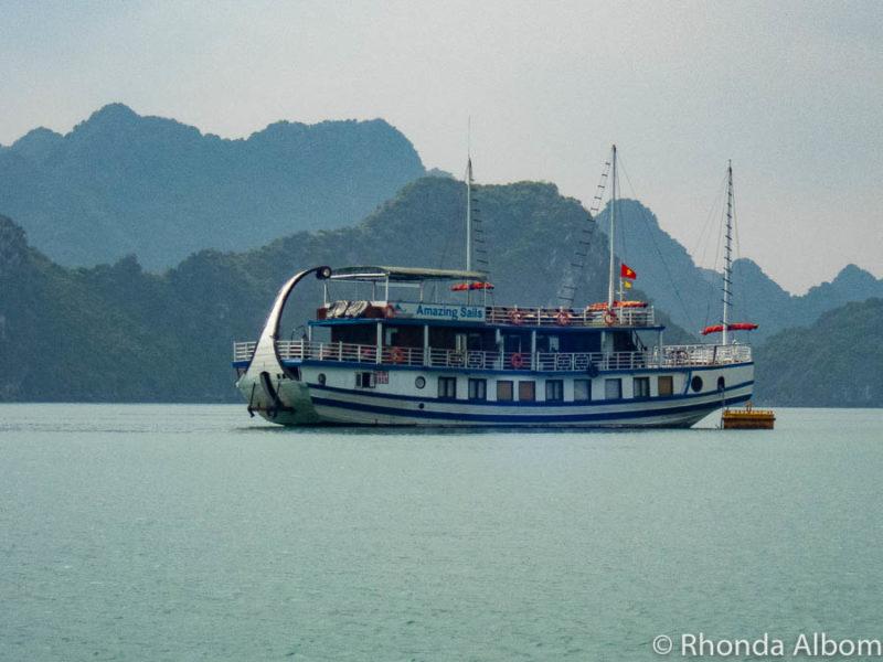 Amazing Sails luxury cruise Halong Bay