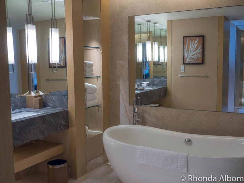 Bathtub, sinks, and accessories in our Marina Bay Sands hotel room