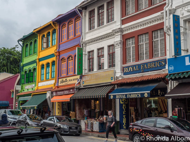 Brightly painted buildings with contrasting colours make Kampong Glam on of the fun places in Singapore