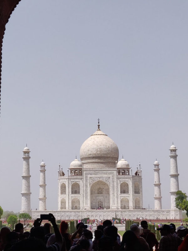Crowds in the foreground as we visit Taj Mahal