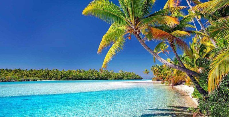 Beautiful white sand beach of Aitutaki in the Cook Island