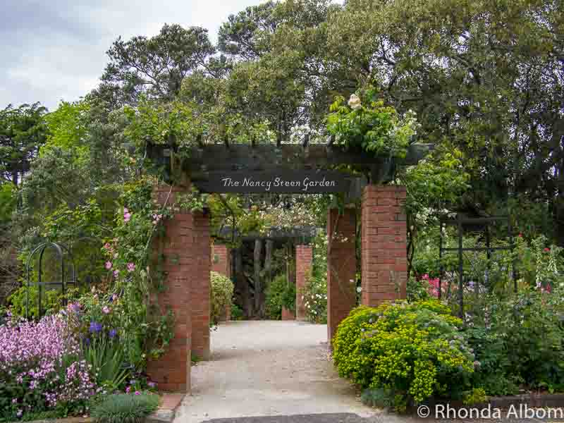 Entrance to the Nancy Steen Garden in Auckland