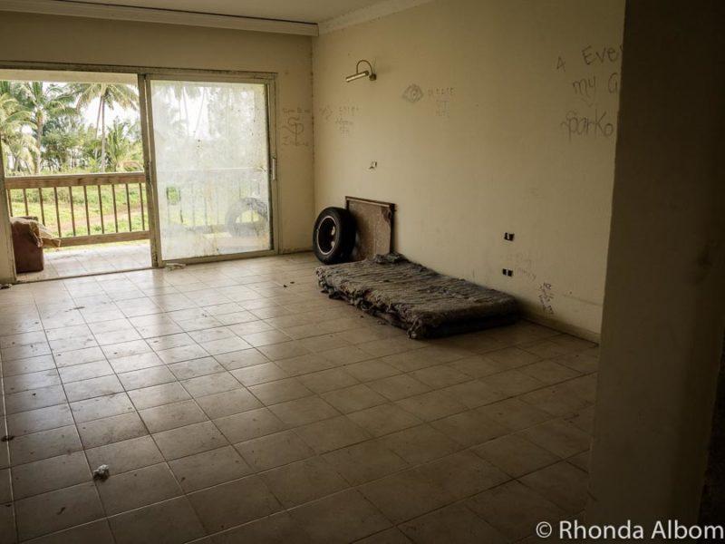 Los ocupantes ilegales están aprovechando algunas de las habitaciones en los edificios abandonados del abandonado Rarotonga Sheraton Resort