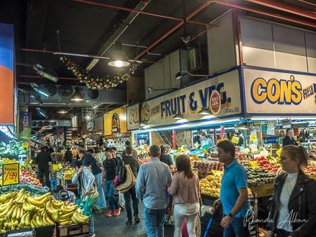 Multitudes de compras en el mercado central de Adelaida