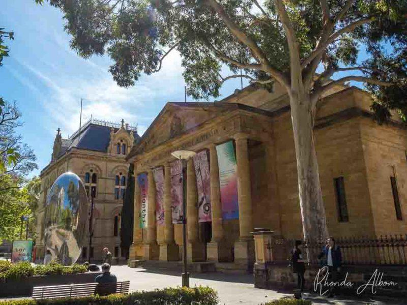 Vista exterior de la Galería de Arte de Australia del Sur en Adelaida