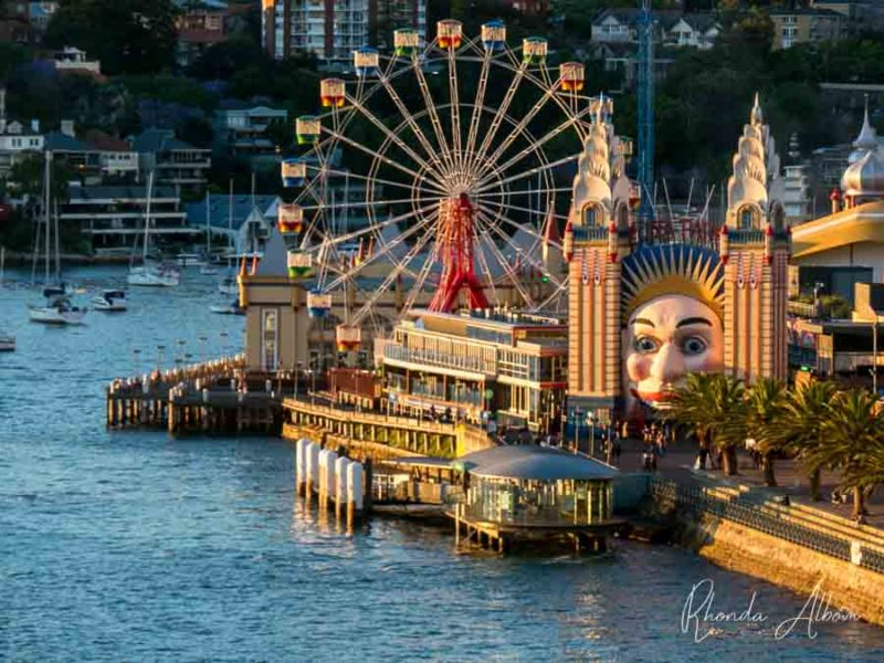Luna Park en Sydney, Australia, visto desde el agua